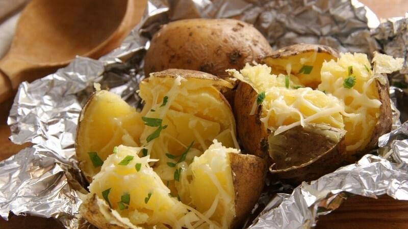 Wissenswerte Grundlagen und beispielhafter Speiseplan der Karoffel-Diät und der Erdapfel in der Kritik
