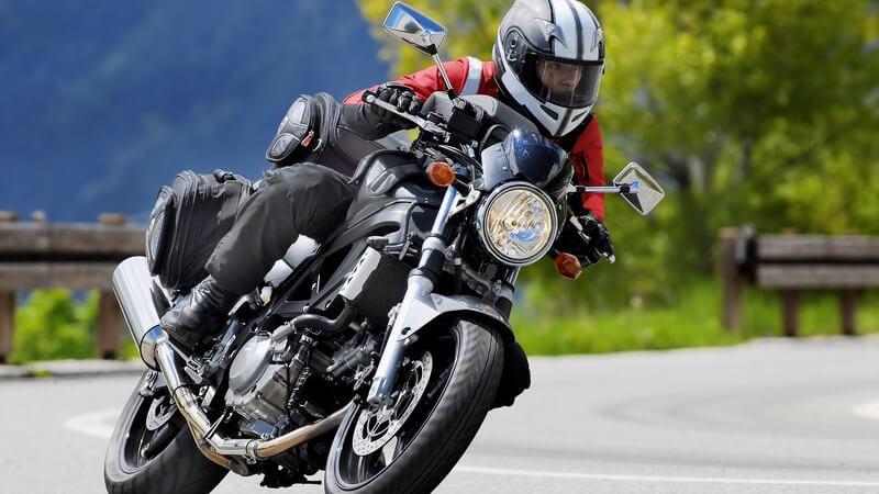 In diesem Artikel finden (angehende) Motorradfahrer die wichtigsten Informationen für die richtige Teilnahme am Straßenverkehr