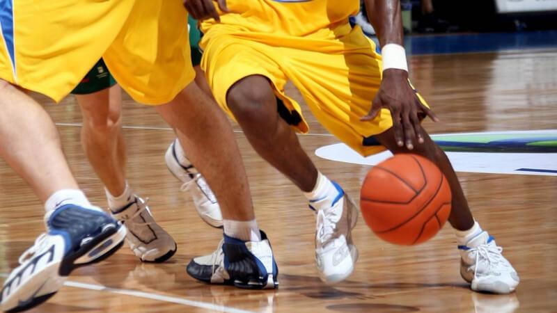Ein guter Basketballer benötigt das richtige Training, vom Aufwärmen bis zu den Kraftübungen