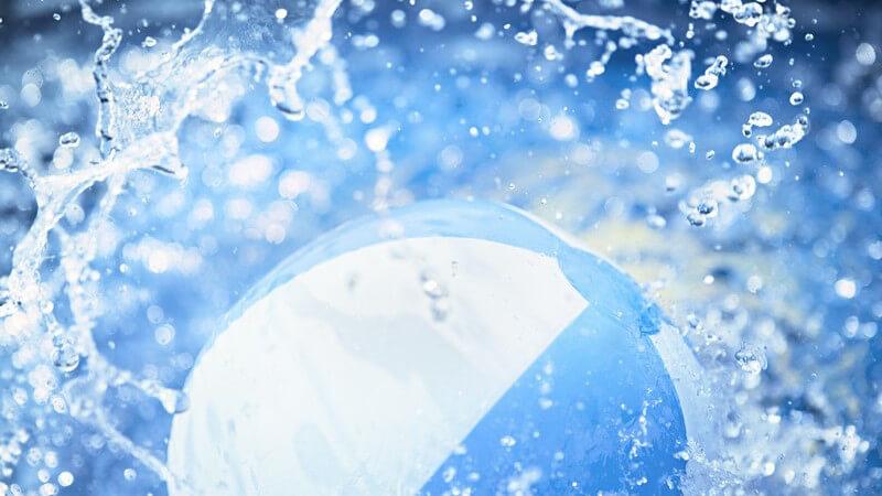 Vorgegebene Größen und Materialien eines Wasserballs