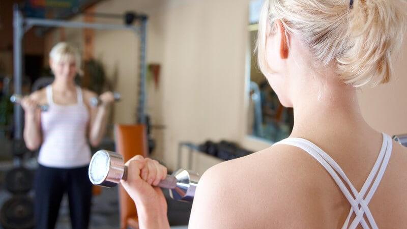 Durch die Einnahme von Eiweißpräparaten, Weightgainern, Proteindrinks oder Masseaufbau-Produkten lässt sich ein Mehr an Muskelmasse aufbauen