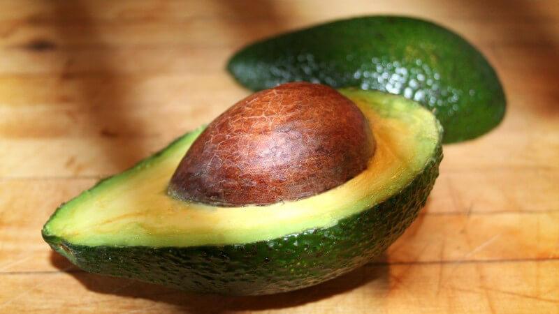 Welche Lebensmittel besonders kalorienarm sind - Vorsicht vor Avocado, Antipasti und Co
