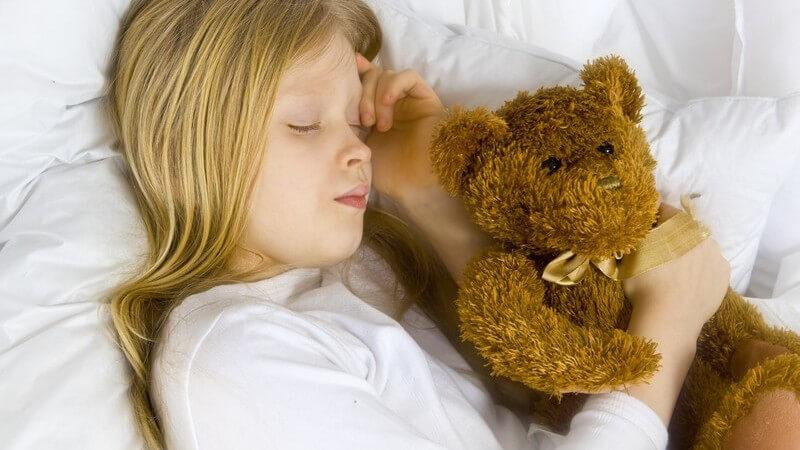 Ein häufiger Grund für Schlafprobleme bei Kindern sind Eheprobleme der Eltern - wenn das Baby schlecht schläft, kann ein Schlaftagebuch helfen