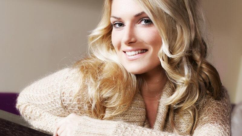 Wickelpullover sind wahre Evergreens und bieten einige Vorteile gegenüber herkömmlichen Pullovern