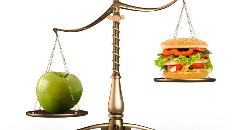 Beim Abnehmen gibt es typische Ernährungsfallen, die es zu vermeiden gilt - doch worauf kommt es in Sachen Lebensmittelauswahl bei der Diät überhaupt an?