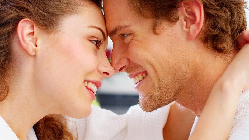 Zärtlichkeit für Anfänger: Wie man das rechte Maß an Zärtlichkeit in eine (sexuelle) Partnerschaft einfließen lassen kann
