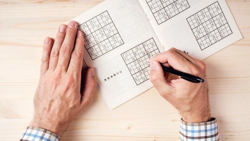 Vom Kreuzworträtsel bis zum Sudoku: das Lösen von Rätseln stellt ein beliebtes Hobby dar - Wir geben einen Überblick über die Entstehung, Arten und Vorteile
