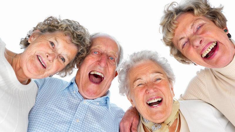 Ein Witz, sofern gut erzählt, kann einen Menschen zum Lachen bringen - nicht alle Genres sind dabei für jede Personengruppe geeignet