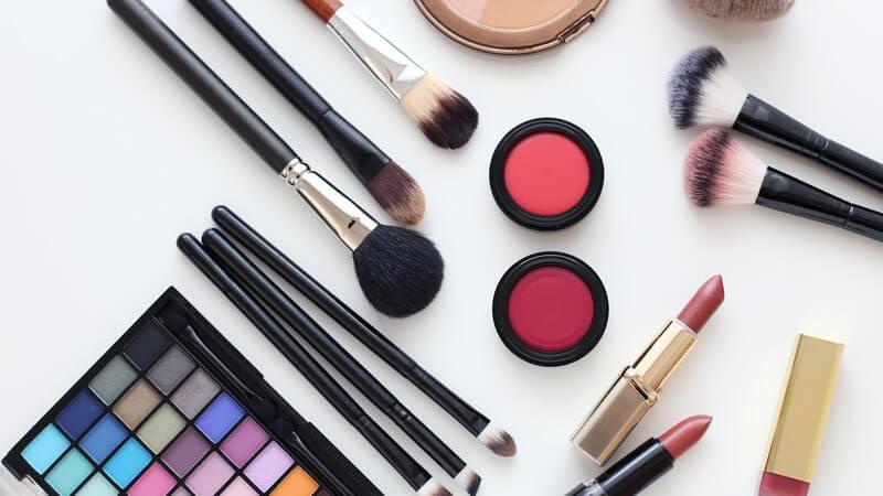 Wie viel Make-up zu welchem Anlass passt und was man unterwegs braucht um strahlend schön zu sein