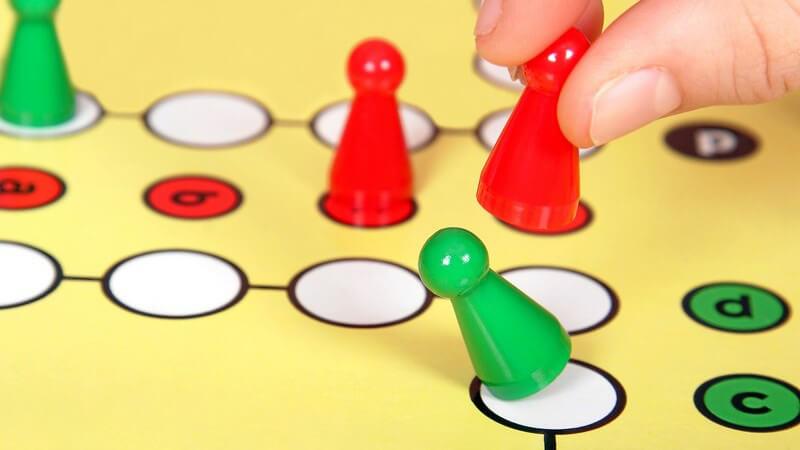 Bevor man zu einem Spieleabend einlädt, ist ein wenig Organisationstalent gefragt - Wir geben Tipps zur Planung und Vorbereitung
