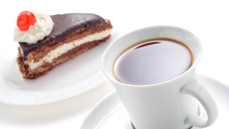 Lecker ist Cappuccino z.B. in Verbindung mit Nüssen, Rum, Sahne oder Schokolade