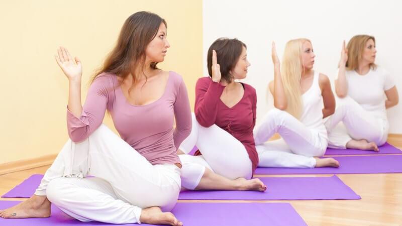 Die Übungen des autogenen Trainings werden in drei Stufen eingeteilt; es gibt sieben Grundübungen
