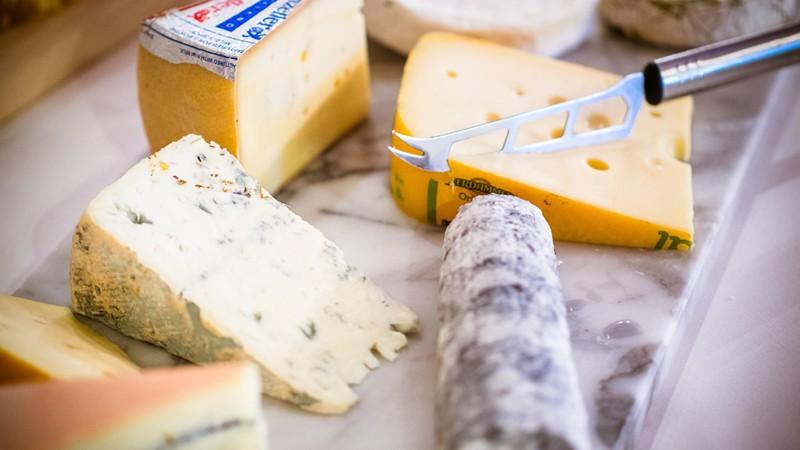 Viele Verbraucher spekulieren über den tatsächlichen Fettgehalt verschiedener Käsesorten