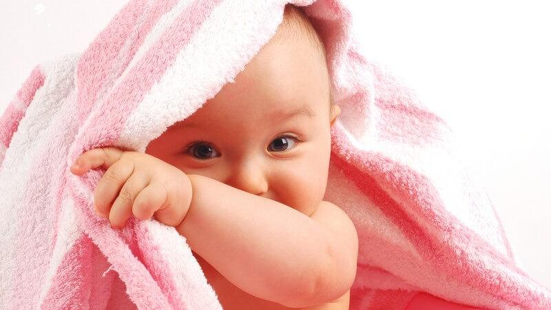 Informationen zur körperlichen, geistigen und sozialen kindlichen Entwicklung im ersten Lebensjahr