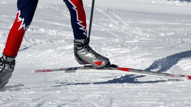 Die Geschichte des Skischuhs und Unterschiede zwischen Soft- und Hardboots