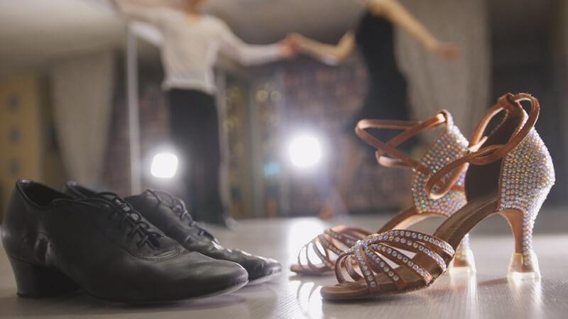 Die Unterschiede zwischen Schuhen für Standardtanz und lateinamerikanische Tänze