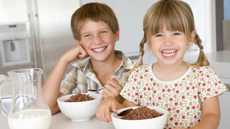 Tipps, um kindgerechte Speisen herzustellen und so die gesunde Entwicklung fördern - im Alter bestehen andere Bedürfnisse und auch gibt es geschlechtsspezifische Unterschiede