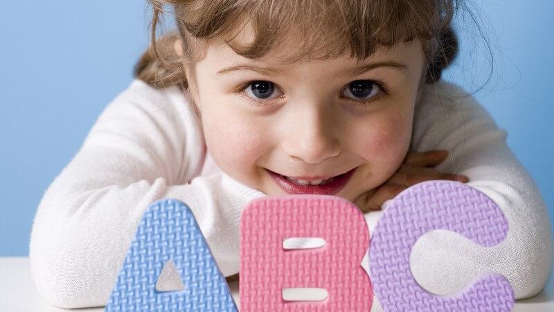 Die kindliche Entwicklung in der ersten bis zur vierten Klasse
