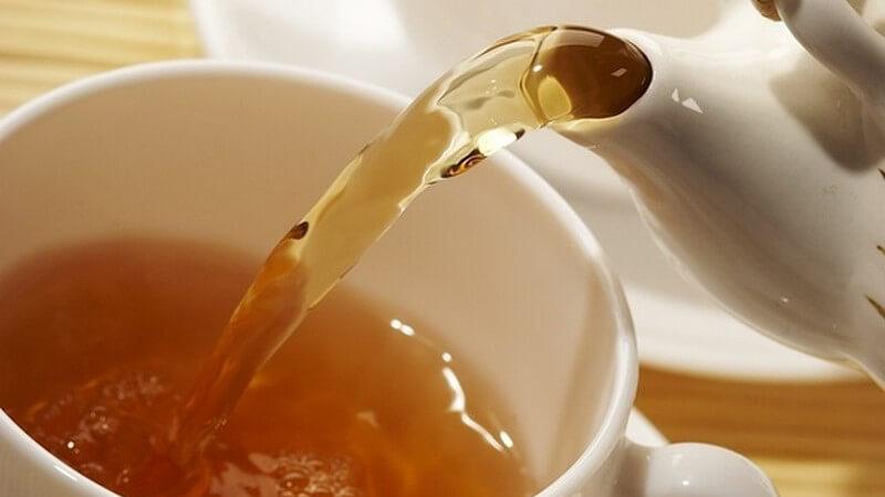 Traditionell wird der Tee in England mit Milch getrunken