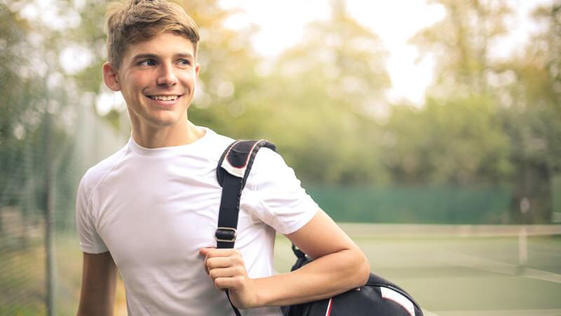 Schläger, Bälle, Kleidung - Was rein muss und worauf es beim Kauf einer Tennistasche ankommt