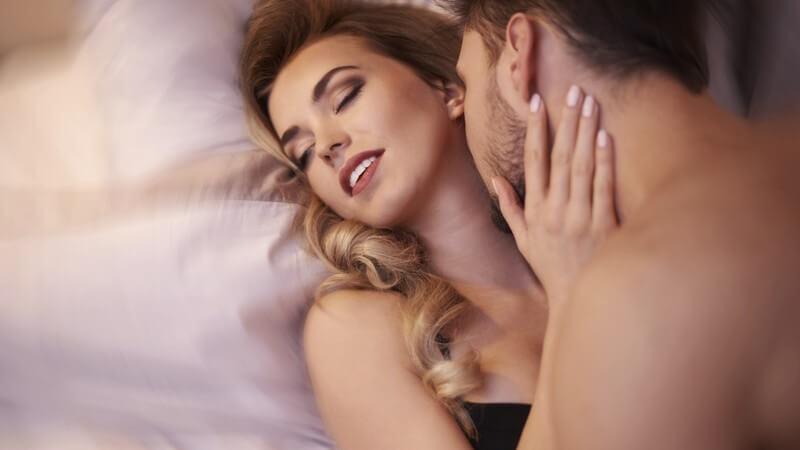 Die Ausschüttung der Hormone erfolgt z.B. bei Hautberührungen, sexueller Erregung sowie einem Orgasmus