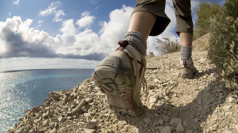 Wanderschuhe bieten Schutz für den Fuß - Unterschiede zu anderen Schuhformen