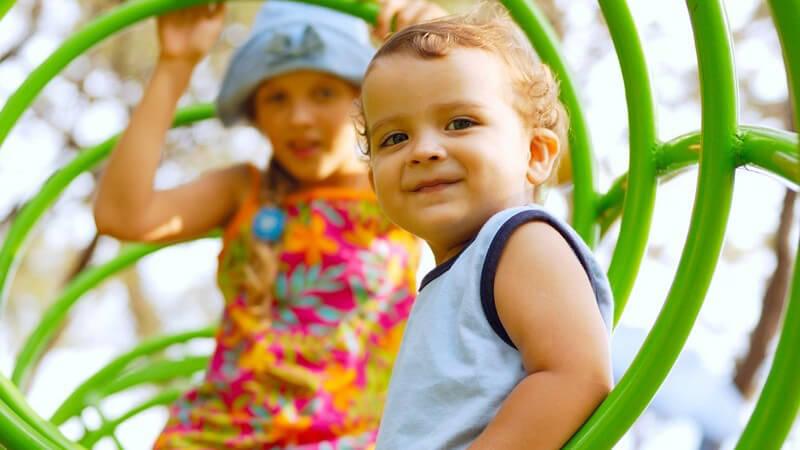 Damit sich Kinder in ihrer Persönlichkeit gesund entwickeln können, braucht es einige Voraussetzungen; in der Kindheit gibt sowohl sehr lebhafte als auch schüchterne Charaktere
