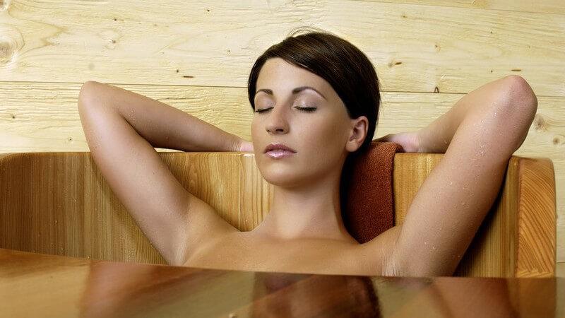 Generell sollte auf zu knappe Badekleidung verzichtet werden - den Saunabereich ausgeschlossen