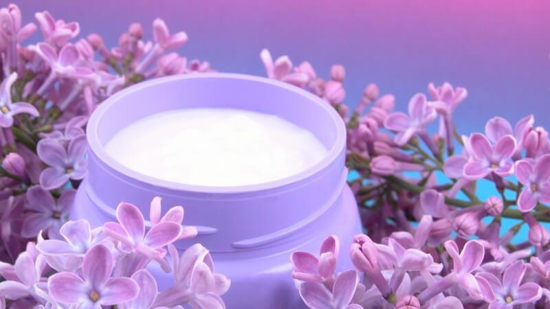So bewahren Sie die Haut vor dem Austrocknen und verwöhnen durstige Haut mit den richtigen Inhaltsstoffen
