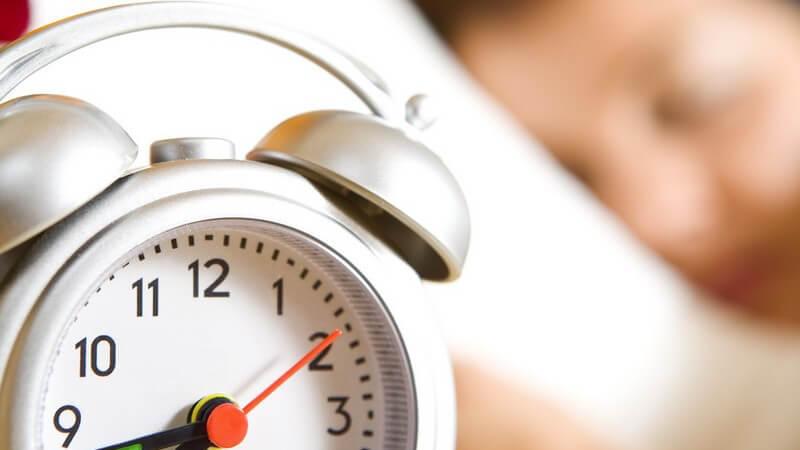Schlafstörungen sind ein weit verbreitetes Problem; wer nicht genug schläft, ist längst nicht so leistungsfähig, wird krank und sieht auch ungesund aus