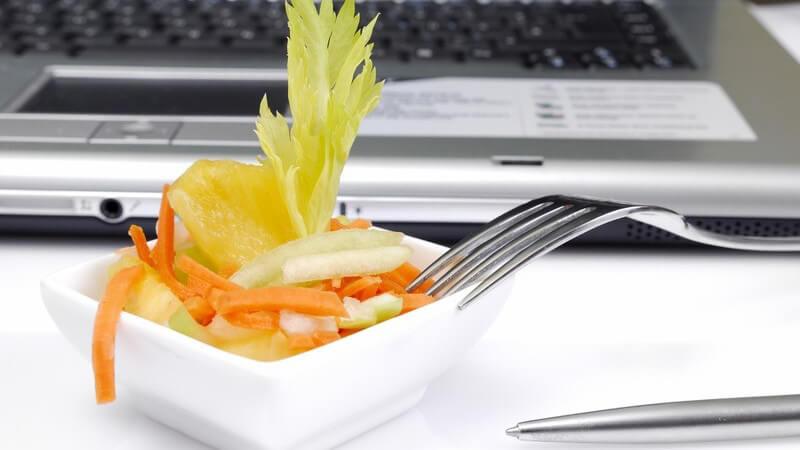 In der heutigen Zeit fällt die Mittagspause häufig sehr kurz aus - die einen nutzen sie dennoch für ein Gourmetmenü, während andere auf schnelle Fertigkost setzen