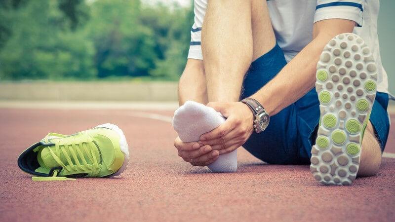 Es gilt, nur im gesunden Zustand zu trainieren und seinen Körper vor dem Laufen gründlich aufzuwärmen; so ist ein beschwerdefreier Sport möglich