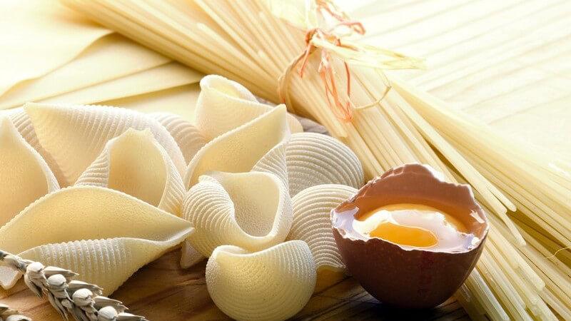 Ein Nudelteig ist schnell gemacht und mithilfe der Nudelmaschine gelingt die eigene Pasta im Handumdrehen