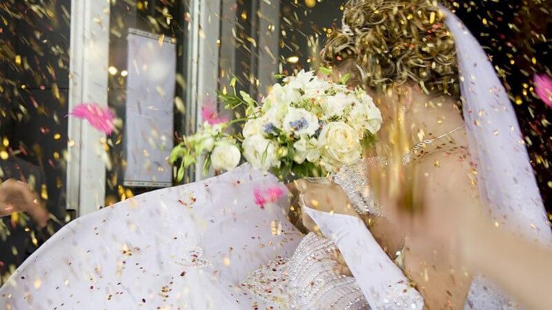 Der Effekt von Hochzeitsspielen auf die Stimmung der Hochzeitsgesellschaft, Beispiele spaßiger Hochzeitsspiele und was es vorab zu beachten gilt