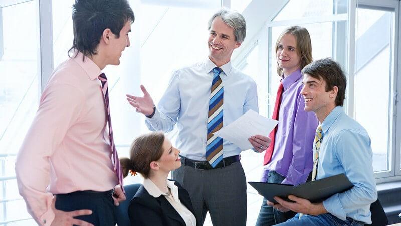 Die Bedeutung der Körpersprache bei Verhandlungen, verschiedene Frageformen und Abschlüsse