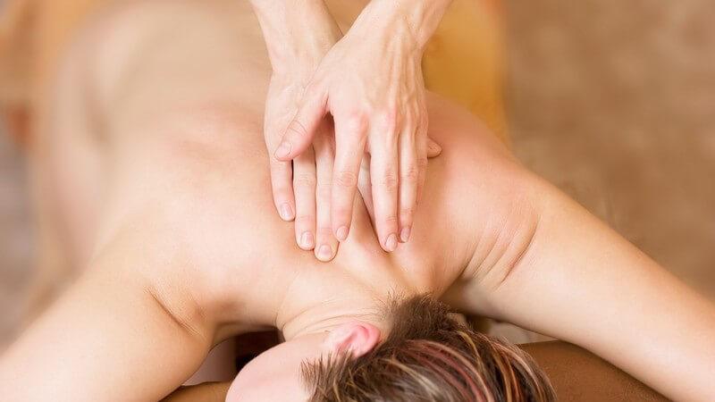 Bei Tuina kommen 18 Grundtechniken und ca 300 Massagegriffe zur Anwendung