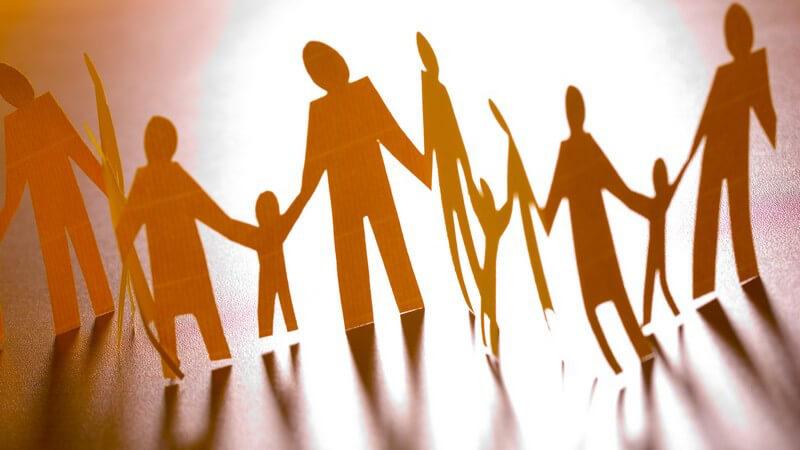 Wie man seine Eltern und Kinder vom gewählten Partner überzeugen kann und wie die Beziehung durch die Familie oder die eigene Vergangenheit beeinflusst wird