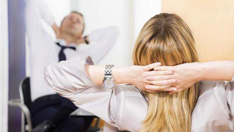 Die Problematik einer Affäre mit dem Kollegen und wie man einen aufdringlichen Arbeitskollegen wieder loswird