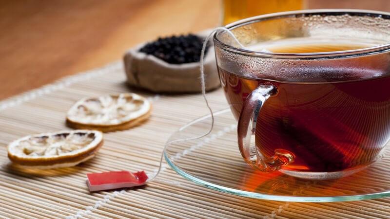 Bestimmte Teesorten können als Verdauungshelfer fungieren und den Stoffwechsel antreiben