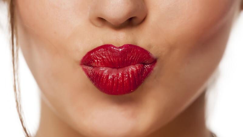 Mit diesen Tipps und Hinweisen kann man sich den Traum von volleren oder schmaleren Lippen erfüllen