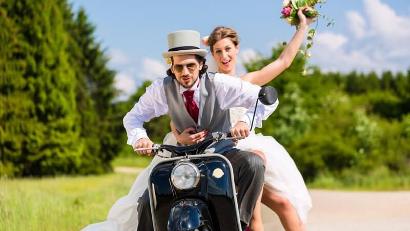 Nach der Hochzeit gibt es einiges an Papierkram zu erledigen - gleichzeitig kann es in der Beziehung zu den ersten Problemen kommen; wir geben Ratschläge zum richtigen Umgang