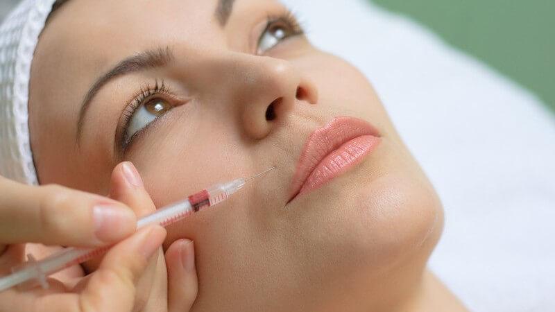 Wer über sehr dünne oder asymmetrische Lippen klagt, kann sich in diesem Artikel über den Einsatz einer Lippenkorrektur informieren
