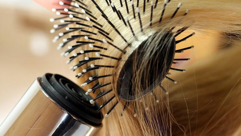 Wir geben Tipps zum richtigen Haareföhnen und was dabei beachtet werden sollte