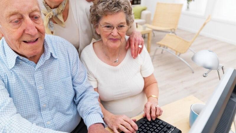 Das Alter und die Trends der Technik - Viele Senioren möchten mit der Zeit gehen und das Internet nutzen; um dies zu ermöglichen und erleichtern, gibt es verschiedene Möglichkeiten