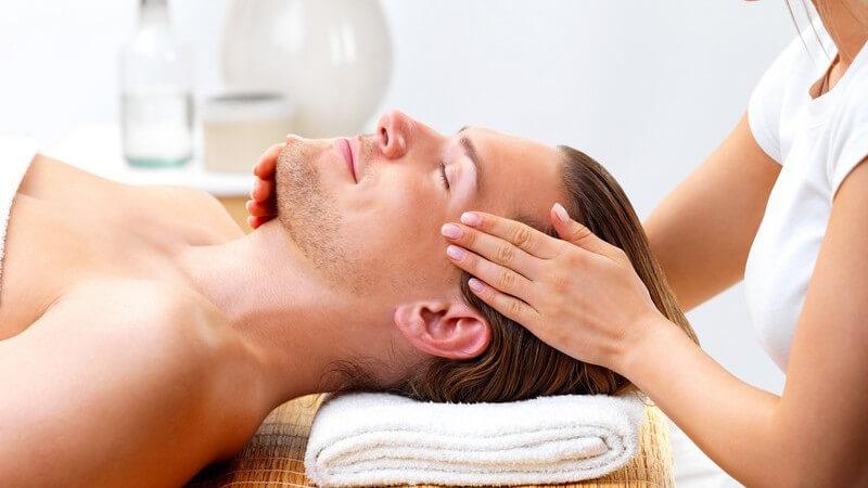 Den Partner mit wohltuenden Massagen verwöhnen