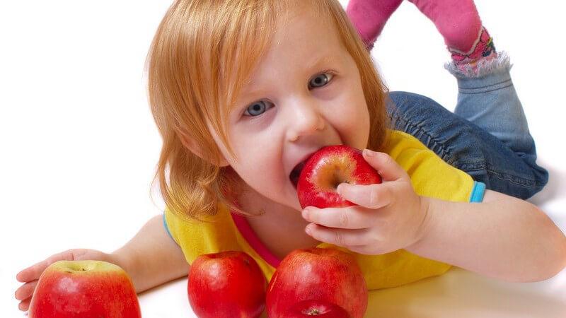 Wir geben Tipps, um seinem Kind einen bewussteren Lebensstil anzuerziehen - dabei muss gesundes Essen nicht immer vollwert sein