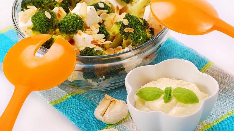 Frankfurter Dressing, Honig-Senf-Dressing, Thousand-Island-Dressing und Co - mit diesen Rezeptideen den Salat besonders machen