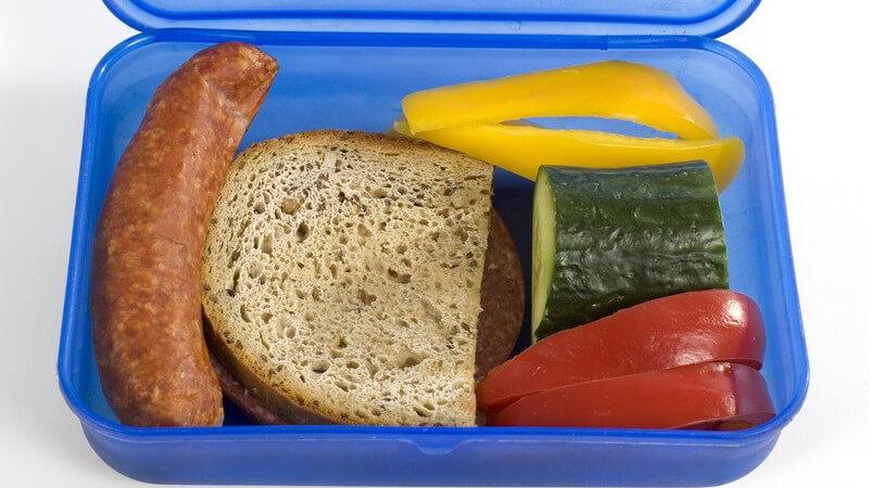 Lebensmittel lassen sich in Gefrierbeuteln oder auch in speziell dafür vorgesehenen Dosen einfrieren