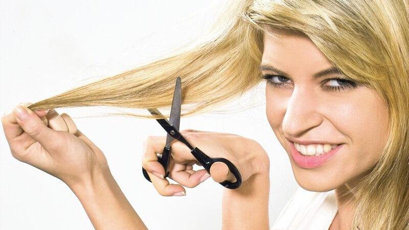 Wir erklären, in welchem Zeitraum man Frisurpannen bemängeln sollte und welche Rechte man als Kunde hierbei hat