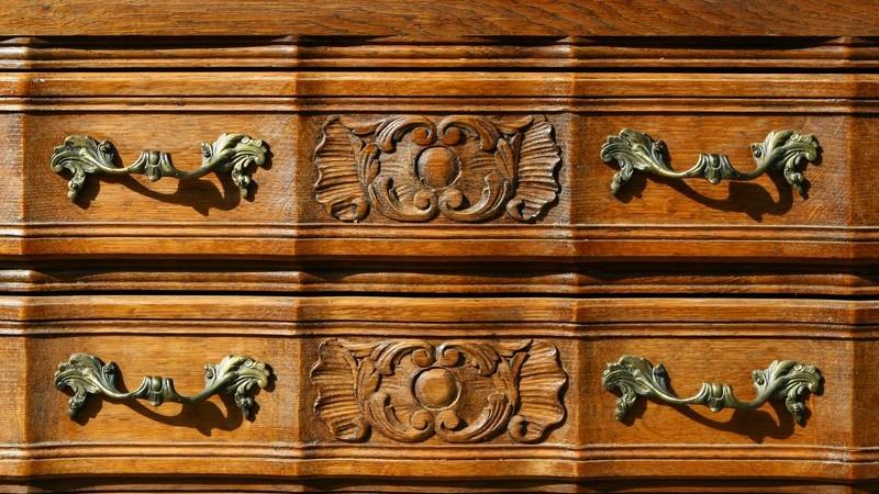 Möbelstücke anstreichen - Wissenswertes zu Lacken, Lasuren und Beizen